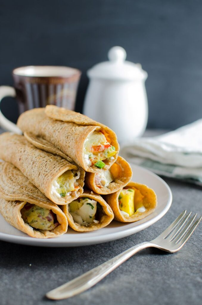 Oatmeal pancake egg roll-ups, a sugar free & filling breakfast. These healthy pancake egg roll-ups are loaded with fresh veggies, proteins and fibers.