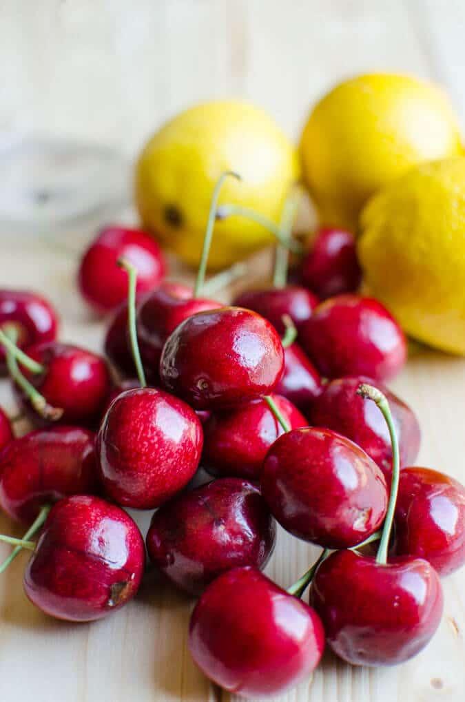 Healthy and Naturally Sweetened Cherry Lemonade   watchwhatueat.com