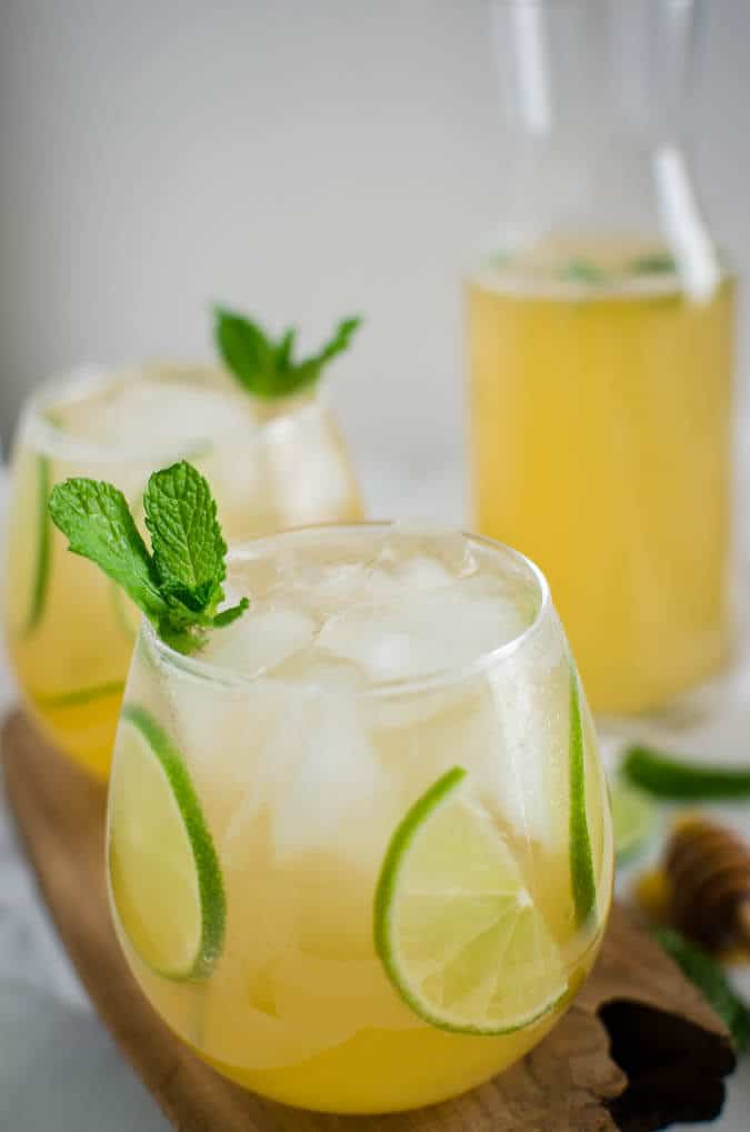 Homemade Limeade - far better than store bought. And it is healthy, naturally sweetened & perfect for weight watchers. | watchwhatueat.com