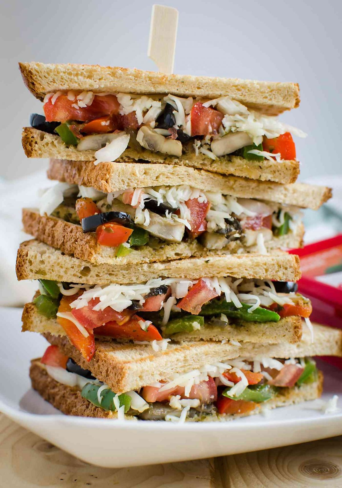 An easy, quick, meatless and healthy Veggie Sandwich Recipe. Coupon included for frozen herbs. | watchwhatueat.com