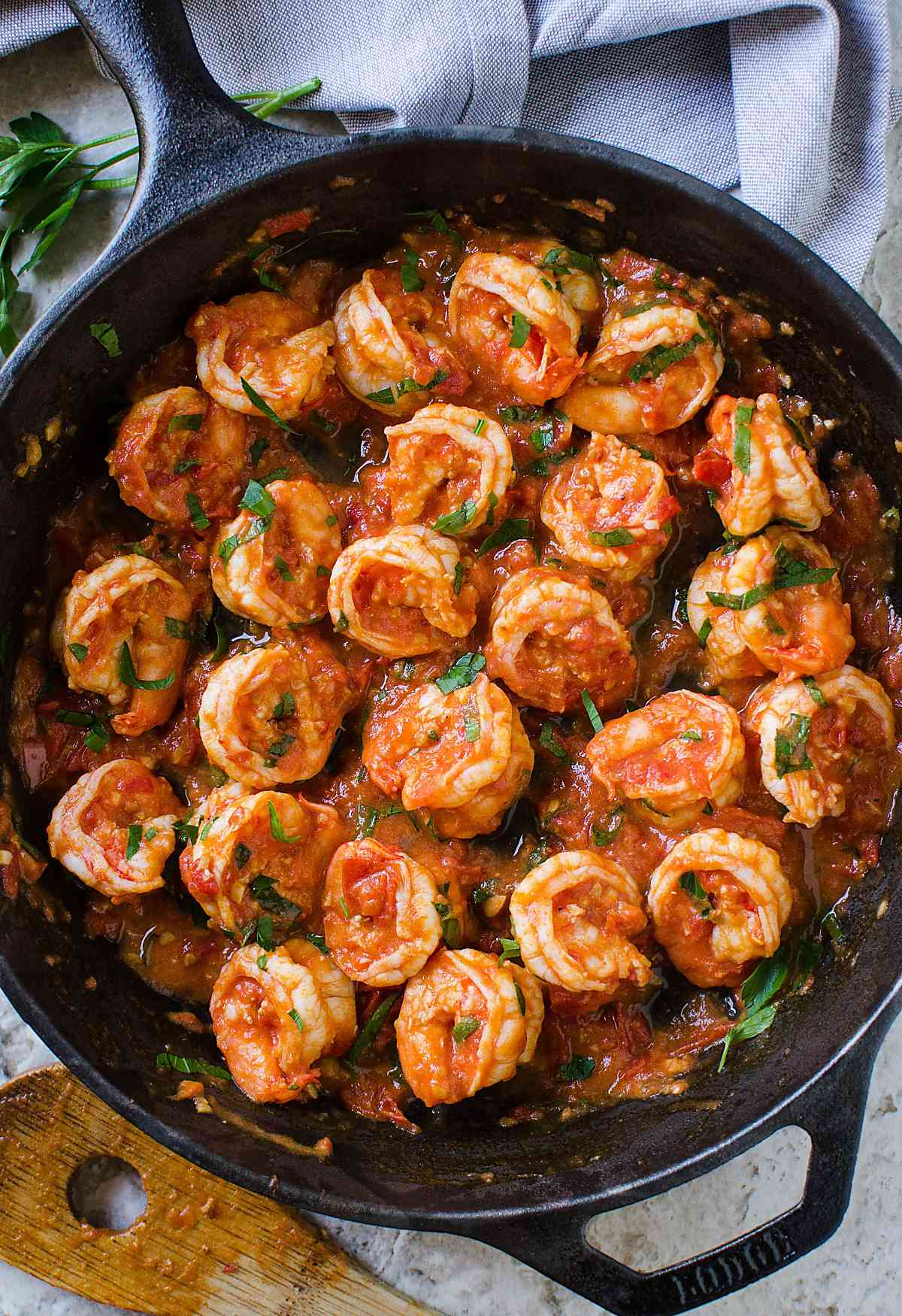 15 minute easy garlic shrimp in tomato sauce video 15 minute easy garlic shrimp recipe shrimps cooked to perfection in finger licking forumfinder Choice Image
