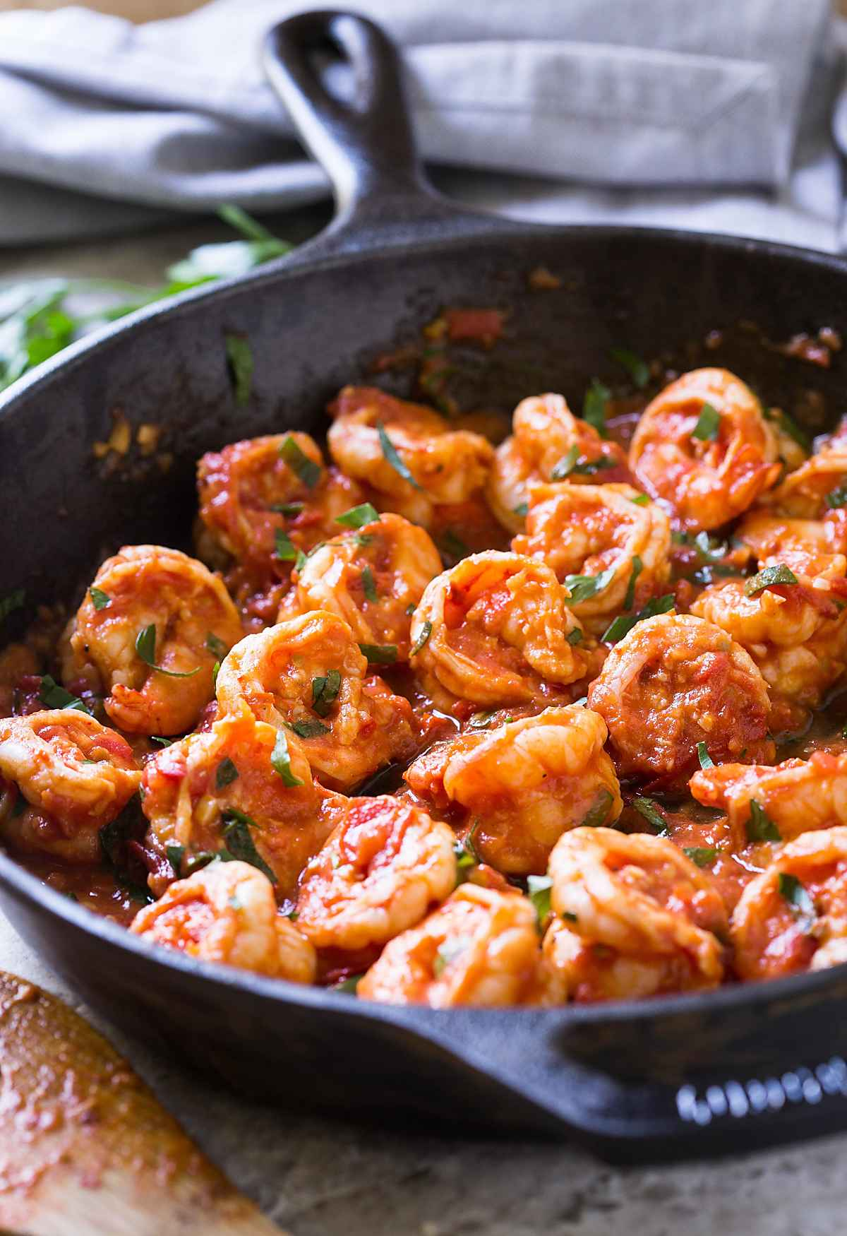 Super delicious easy garlic shrimp in tomato sauce--a quick and easy side dish that you can make in no time. #shrimp #healthyrecipes