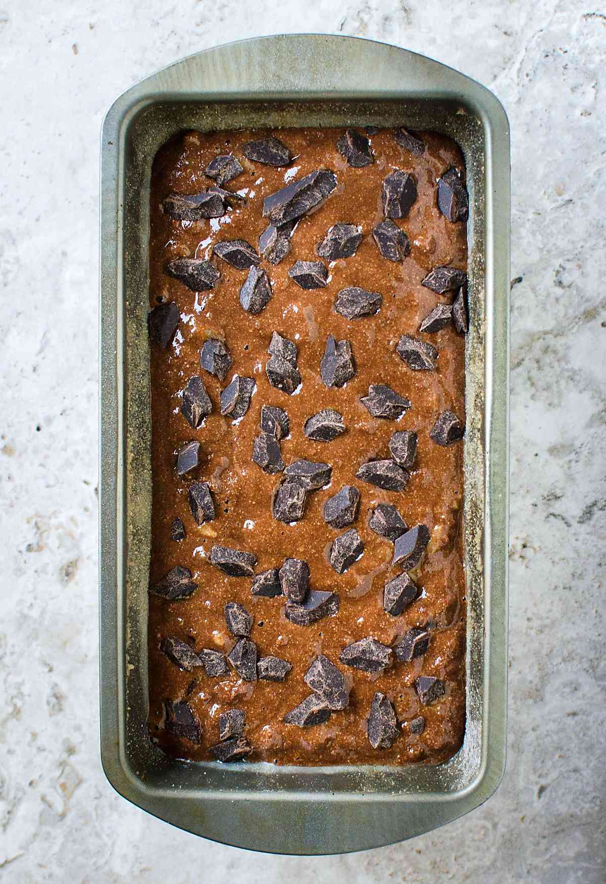 Super easy, delicious, rich yet healthy chocolate banana bread is perfect for breakfast and guilt-free dessert. | #bananabread #chocolate #bread #healthyrecipes
