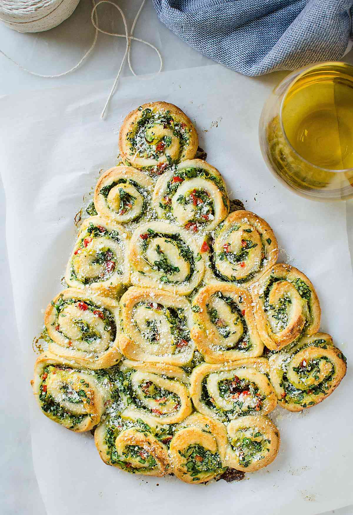 These super easy, nutritious & delicious artichoke spinach pinwheels are perfect appetizers for the holiday season. Quick preparation with tons of flavors.