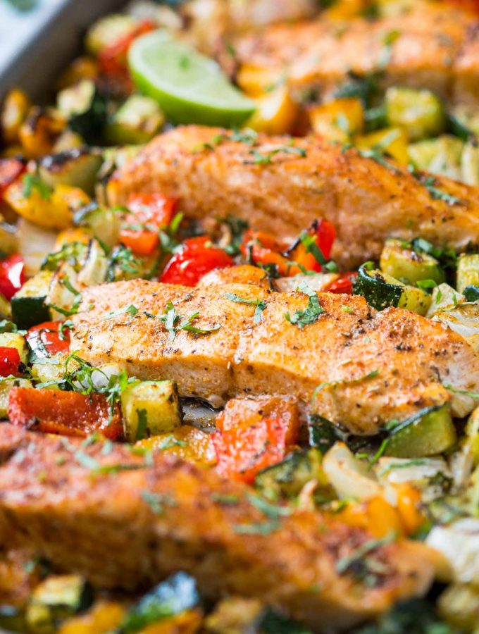 One Pan Baked Salmon And Vegetables - Perfect easy, a healthy and quick recipe with tons of flavors for the weeknight dinner. | #watchwhatueat #salmon #onepan #healthydinner #healthyrecipes