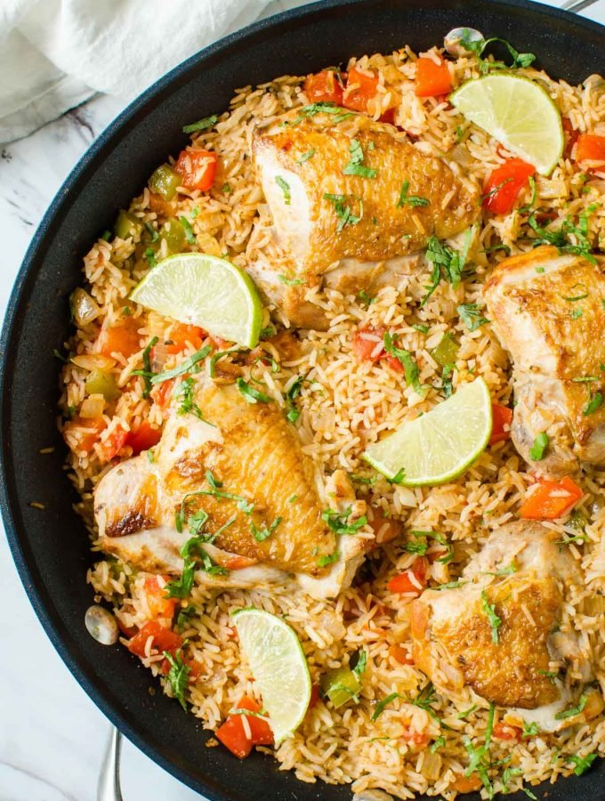 Healthy Mexican Chicken Rice made in one pot with tons of flavors and deliciousness. A perfect easy dish for busy weeknight dinner. Full of colors with nutritious veggies you will want to make this Mexican rice again and again. #onepot #Mexican #chicken #rice #healthyrecipes #watchwhatueat