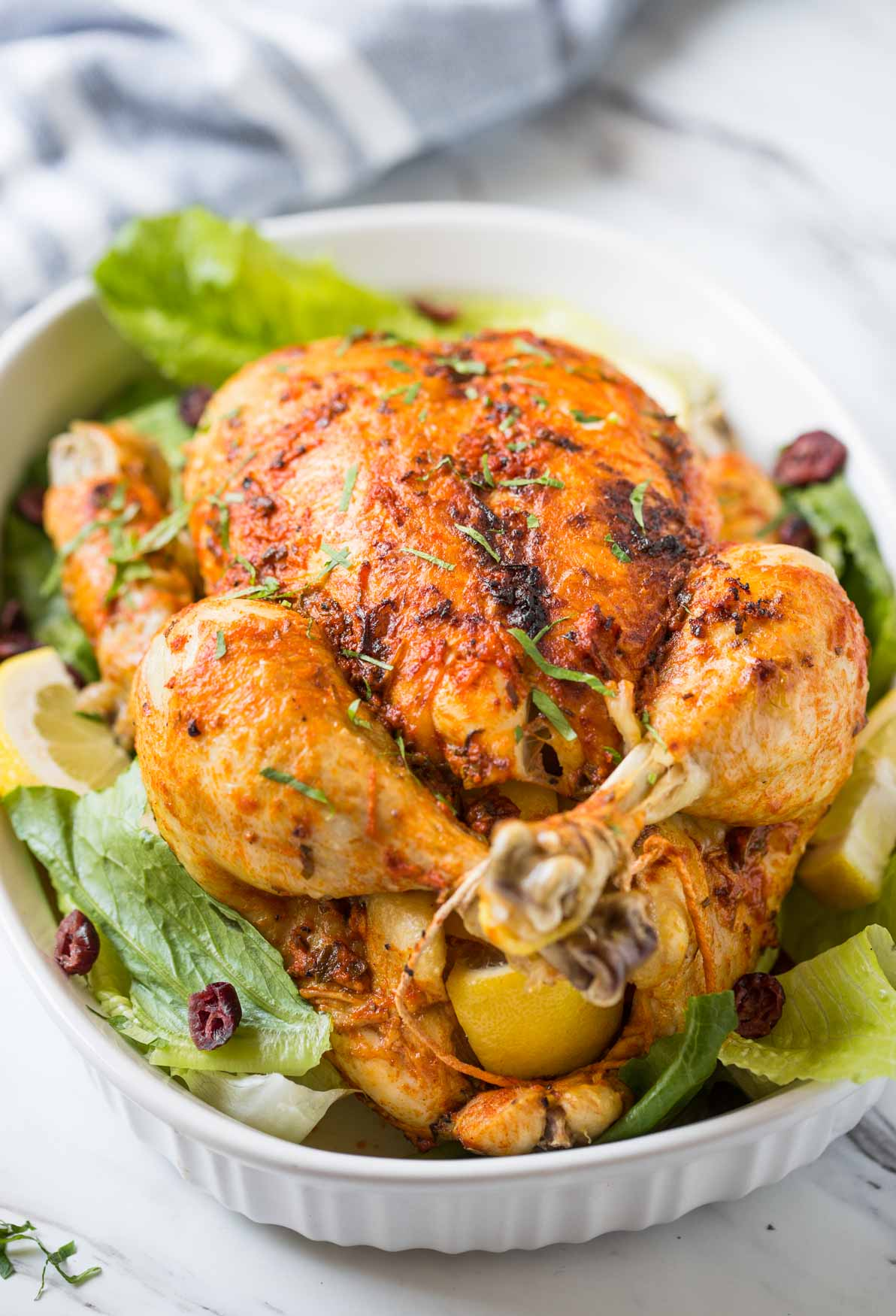 A whole chicken with juicy and tender on the inside and a crispy crust on the outside which you can make in the Instant Pot. And this easy and healthy whole chicken recipe with delicious gravy is perfect for family gatherings or holiday dinner or party. #watchwhatueat #chicken #thanksgivingrecipe #healthythanksgiving #instantpotchicken