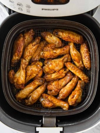 Air Fryer BBQ Chicken Wings - Fresh chicken wings cooked to perfection in Air Fryer & tossed in bbq sauce for delicious smokey flavors. Under 30 min, healthy & easy recipe for party appetizers or snacks.