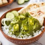 Soft paneer dunked in creamy green spinach curry to prepare authentic Indian palak paneer curry. Healthy, quick and easy recipe for saag paneer curry that you can serve with naan bread or cooked rice. | #watchwhatueat #palakpaneer #spinachrecipe #spinach #vegetarian